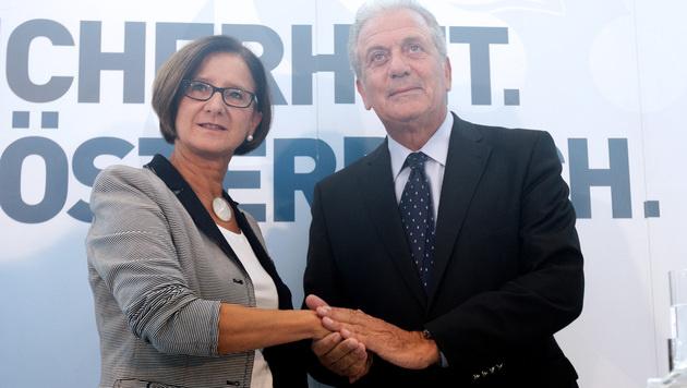 Innenministerin Johanna Mikl-Leitner und EU-Migrationskommissar Dimitris Avramopoulos (Bild: APA/GEORG HOCHMUTH)