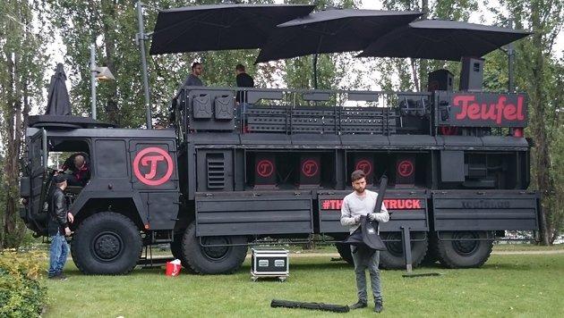 So geht es auch: Mehrere Rockster im Verbund auf dem Teufel-Truck zur Berliner IFA. (Bild: Dominik Erlinger)