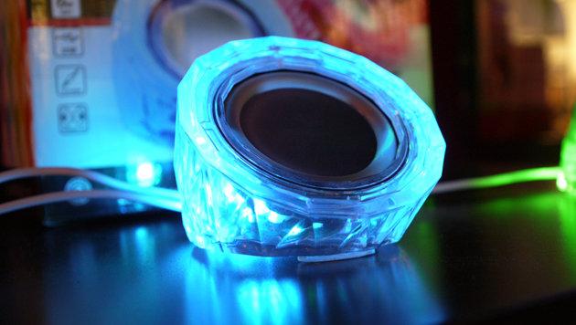 Musik ist nicht genug: Manche Bluetooth-Lautsprecher auf der IFA leuchten. (Bild: Dominik Erlinger)
