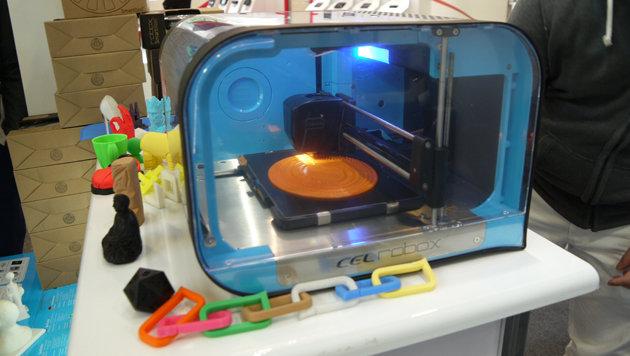 Auch auf 3D-Drucker trifft man in den internationalen Hallen der IFA immer wieder. (Bild: Dominik Erlinger)