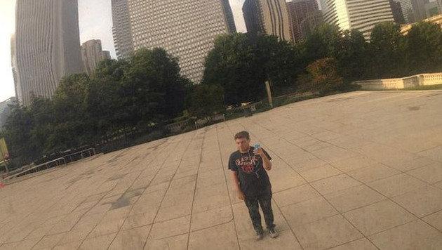 Robert alleine im Millenial-Park... (Bild: Instagram)