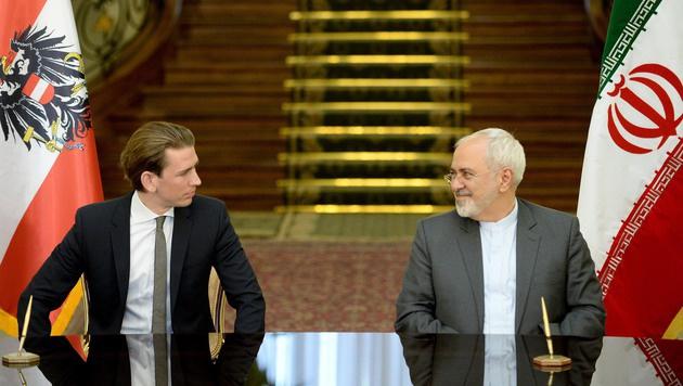 Außenminister Sebastian Kurz mit seinem iranischen Amtskollegen Mohammad Jawad Zarif (Bild: APA/ROLAND SCHLAGER)