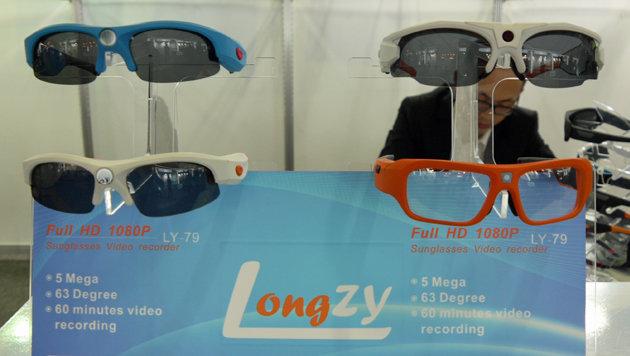 Auch Agentenzubehör wie diese in Full-HD aufnehmende Videobrille gibt es auf der IFA. (Bild: Dominik Erlinger)