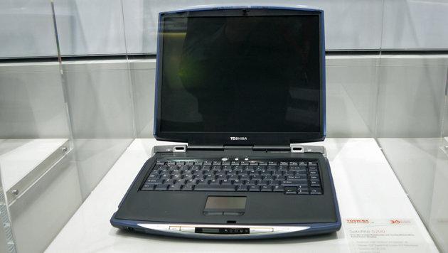 2002: Das Satellite 5200 (Pentium 4 1,9 GHz) war eines der ersten waschechten Multimedia-Notebooks. (Bild: Dominik Erlinger)