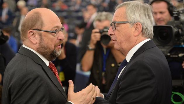 Martin Schulz, Präsident des EU-Parlaments, und Kommissionspräsident Jean-Claude Juncker (Bild: APA/EPA/PATRICK SEEGER)