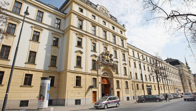 Kasernen-Putzkräfte vor Finanzpolizei geflüchtet (Bild: Klemens Groh)