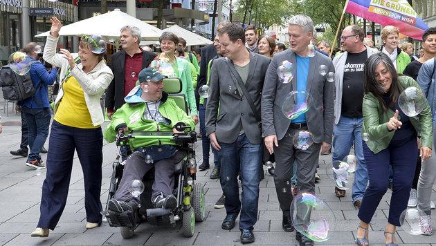 """Wiener Grüne starteten auf """"Mahü"""" in Wahlkampf (Bild: APA/HERBERT NEUBAUER)"""