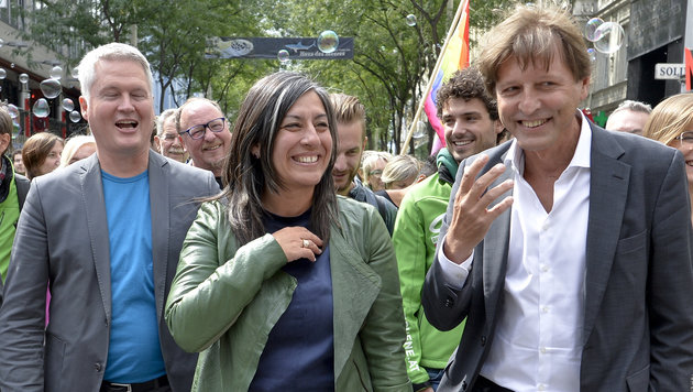 Spitzenkandidatin Maria Vassilakou (Mitte), David Ellensohn (li.) und Thomas Blimlinger (Bild: APA/HERBERT NEUBAUER)