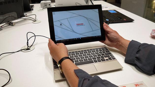 Satellite Click: Tablet mit Atom-x5-CPU und Tastatur-Dock, das das Tablet zum Laptop macht (Bild: Dominik Erlinger)
