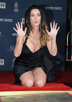 Bei einer Hollywood-Zeremonie zeigte sie sich besonders offenherzig. (Bild: AFP)