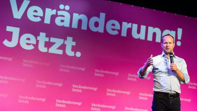 NEOS rechnen mit politischem System in Wien ab (Bild: APA/EXPA/Michael Gruber)