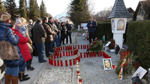 Die Bevölkerung trauerte damals um Jörg Haider. (Bild: Uta Rojsek-Wiedergut)