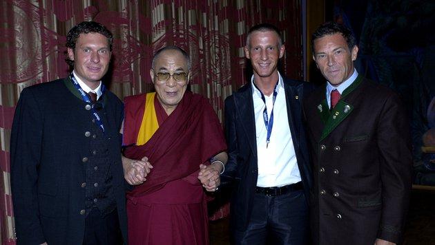 """Haider und Petzner mit dem Dalai Lama (Bild: """"Krone"""")"""