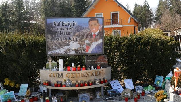 """Die Gedenkstätte nach dem Unfall (Bild: """"Krone"""")"""