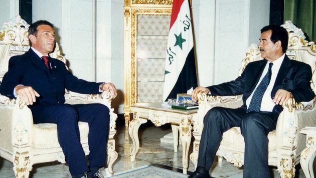 Haider und Saddam Hussein (Bild: AP)