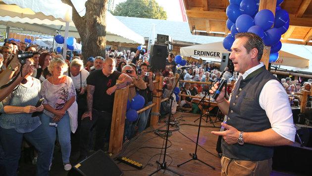 Heinz-Christian Strache bei seiner Rede vor den Anhängern der FPÖ. (Bild: Peter Tomschi)