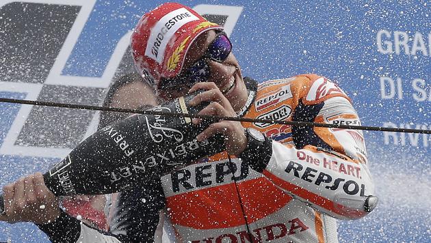 Marquez-Sieg in San Marino, Rossi baut Führung aus (Bild: AP)