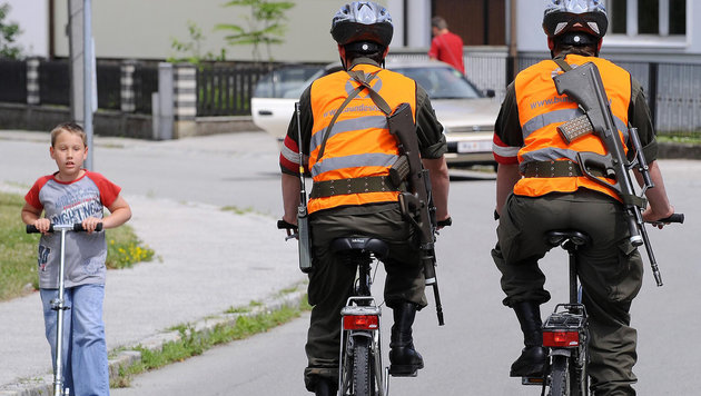 Grenzeinsatz lähmt das Bundesheer (Bild: APA/ROBERT JAEGER)