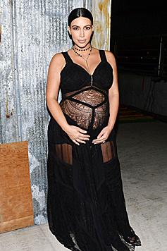 Mit diesem durchsichtigen Kleid sorgte Kim Kardshian bei der Fashion Week für Aufsehen. (Bild: Viennareport)