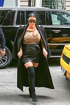 Zu kurz, zu eng: Ist so ein Outfit wirklich was für eine Schwangere? (Bild: Splash News)