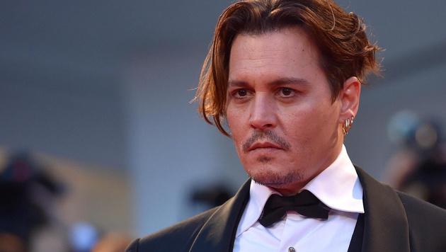 Johnny Depp darf stolz sein: Seine Tochter Lily-Rose macht jetzt Karriere als Model. (Bild: APA/EPA/ETTORE FERRARI)