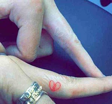 Kendall Jenner und Hailey Baldwin haben neuerdings ein Freundschaftstattoo. (Bild: Viennareport)