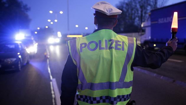 Autodieb (14) liefert Polizei Verfolgungsjagd (Bild: APA/Georg Hochmuth (Symbolbild))
