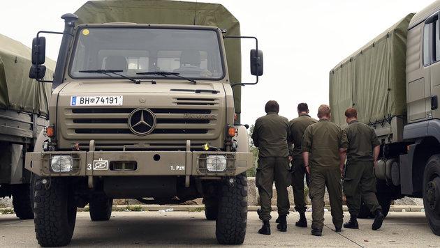 Auch in Nickelsdorf ist das Bundesheer im Flüchtlings-Assistenzeinsatz. (Bild: APA/HERBERT P. OCZERET)