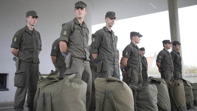 Alarmplan: 750 Soldaten für Grenzsicherung bereit (Bild: APA/ERWIN SCHERIAU)