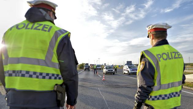 """Ab sofort Grenzkontrollen als """"Signal an die Welt"""" (Bild: APA/HERBERT NEUBAUER)"""