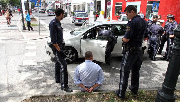 """Autodieb geschnappt: Die Wiener loben """"ihre"""" Polizei. (Bild: Andi Schiel)"""