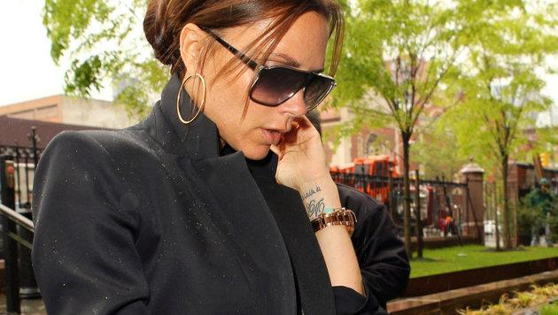 Victoria Beckhams Tattoo am Handgelenk (Bild: Viennareport)