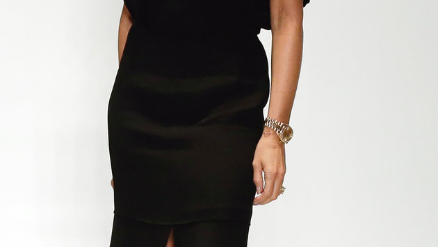 Eine Tätowierung an Victoria Beckhams Hand ist kaum noch wahrnehmbar. (Bild: AP)