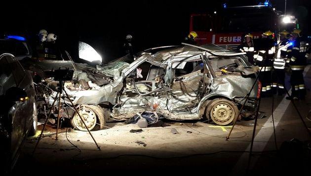 2 Tote und 2 Verletzte bei Auffahrunfall auf A9 (Bild: APA/ROTES KREUZ)