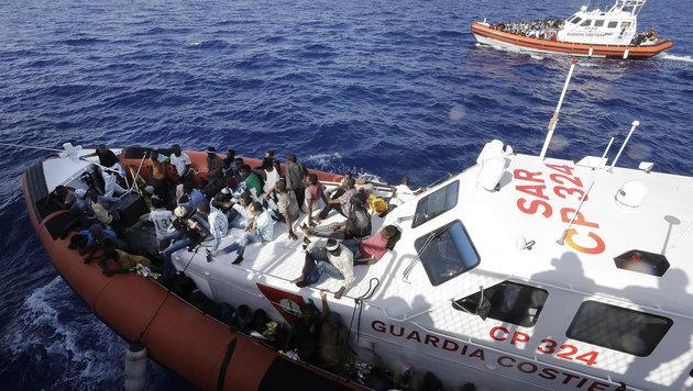"""Doskozil fordert: """"Mittelmeerroute eindämmen!"""" (Bild: APA/EPA/GIUSEPPE LAMI)"""