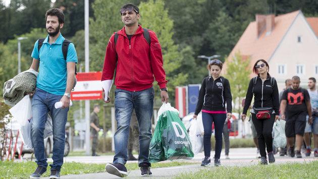 Flüchtlinge an der slowenisch-steirischen Grenze in Bad Radkersburg (Bild: APA/Erwin Scheriau)