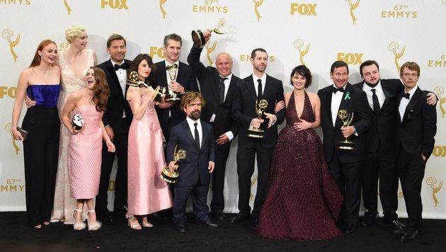 """Der """"Game of Thrones""""-Cast und die Macher jubeln über ihre Emmys. (Bild: AFP)"""