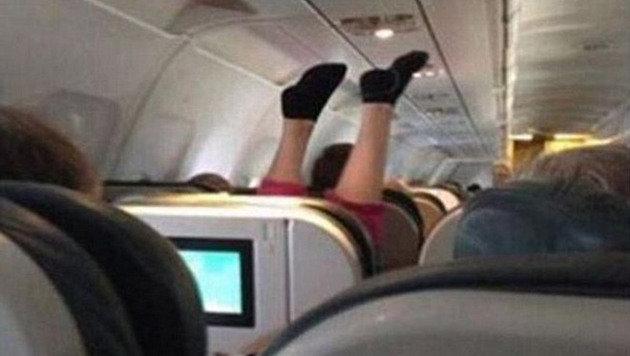 Yogaübungen? Kopfstand? Auf alle Fälle ist es nervig. (Bild: Instagram.com)