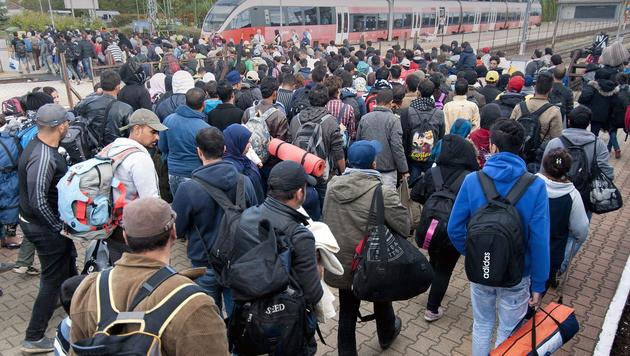 Flüchtlinge in Ungarn (Bild: APA/EPA/Csaba Krizsan)