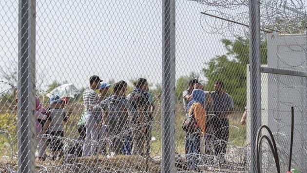 """""""Wir m�ssen die Balkan-Route dicht machen!"""" (Bild: APA/EPA/Tibor Rosta (Symbolbild))"""