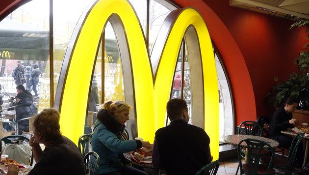 "Rom: Katholiken-Protest gegen McDonald""s-Filiale (Bild: APA/EPA/MAXIM SHIPENKOV)"
