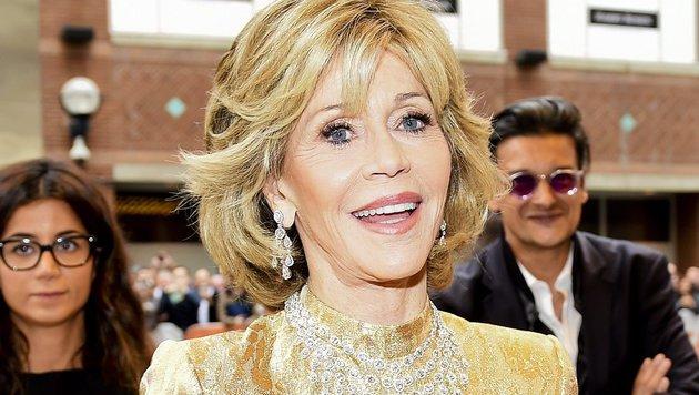 """Mit 77 sagt Jane Fonda, sie habe sich mit chirurgischen Eingriffen """"ungefähr fünf Jahre gekauft"""". (Bild: AP)"""