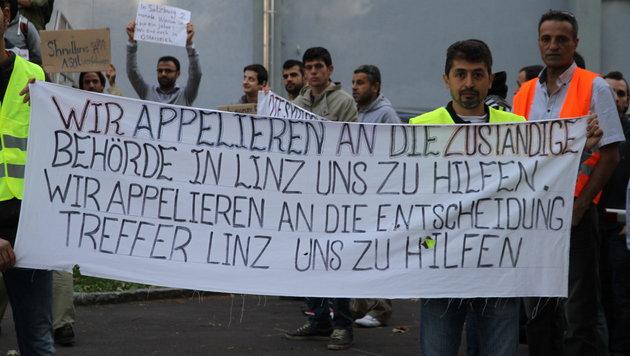 Syrische Asylwerber demonstrierten in Linz für raschere Asylbescheide. (Bild: Christoph Gantner)