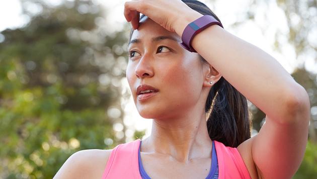 """Fitnesstracker im Test: """"Eigentlich unnötig"""" (Bild: Fitbit/Thayer Allyson Gowdy)"""