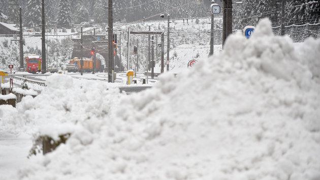 Schneefall bei der Tauernschleuse in Böckstein im Gasteiner Tal (Bild: APA/BARBARA GINDL)