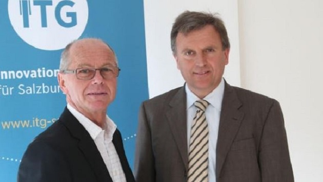 DDr. Sebastian Huber (rechts) folgt als Landesamtsdirektor auf Heinrich Marckhgott. (Bild: Franz Neumayr)