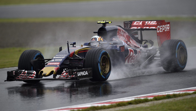 Carlos Sainz fährt auch 2017 für Toro Rosso (Bild: APA/EPA/FRANCK ROBICHON)