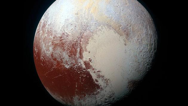 Zwergplanet Pluto in seiner ganzen Farbenpracht (Bild: NASA/JHUAPL/SwRI)