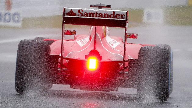 Das Heck von Sebastian Vettels Ferrari (Bild: APA/EPA/DIEGO AZUBEL)