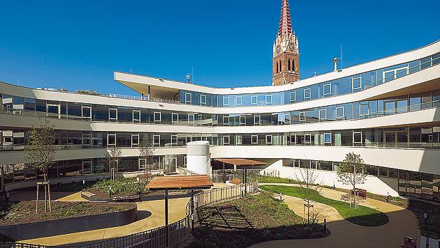 Rund-um-die-Uhr-Betreuung in dem neuen Pflegewohnhaus am Kardinal-Rauscher-Platz (Bild: KAV/Eva Kelety)